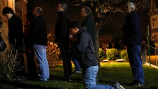 Sandy-Hook-Connecticut-shooting-vigil-4-jpg_1355678925167.jpg