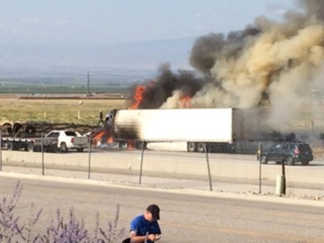 Grapevine fruit truck fire spreads, halts I-5