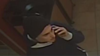 Man steal from Jack in the Box, points gun