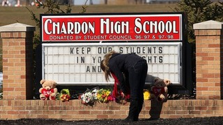 School-shooting-slideshow---Chardon-High-School-sign-mourner-jpg_1355509282358-10920.jpg