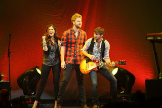 Lady Antebellum kicking off