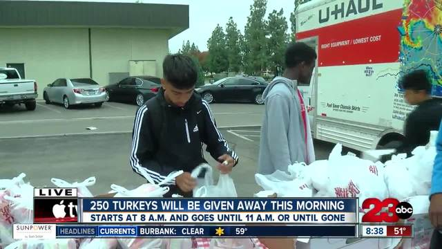 Local business is giving away free Thanksgiving meals to those in need
