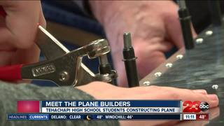 Tehachapi students learn to build plane