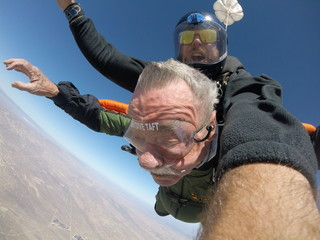 Local veterans set go skydiving in Taft