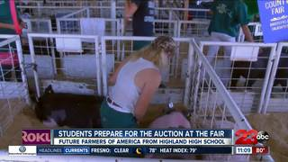 Students prepare for the auction at the fair